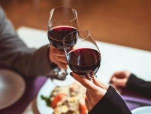 Elimina le macchie di Vino Rosso dal Vestito - Club del Vino